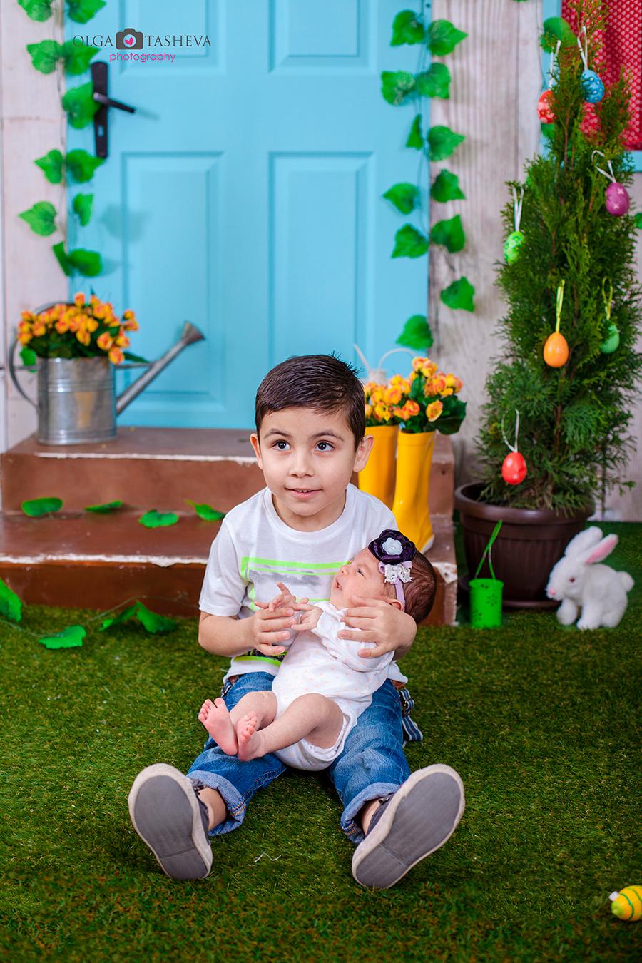 Детска фотосесия на Ростислав и Стелияна при фотограф Олга Ташева. Фото студио Варна. Детска, бебешка и семейна фотография. Фотограф Варна - 41578