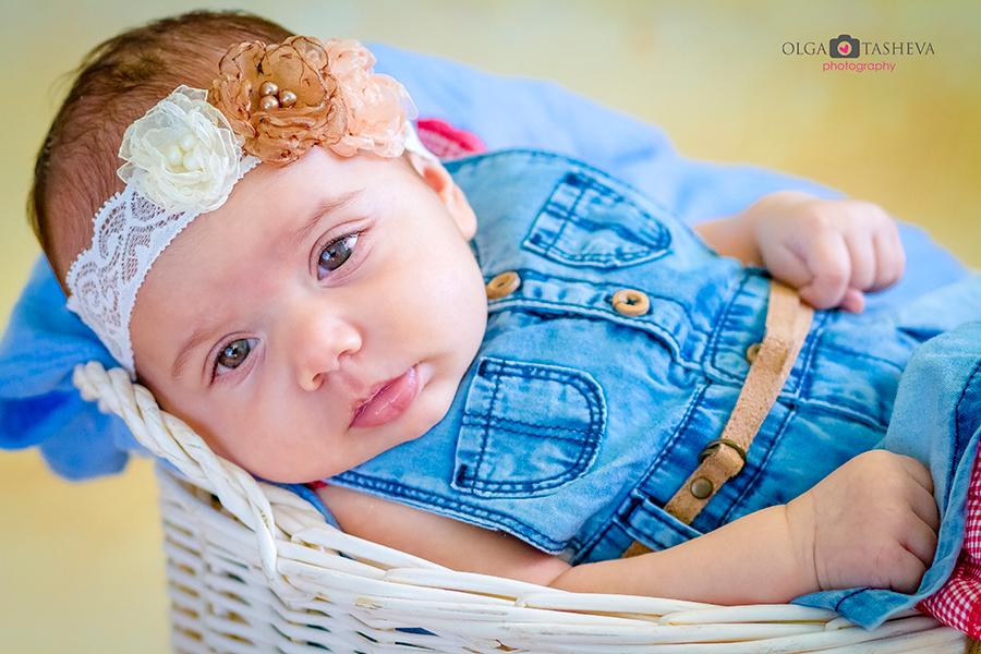 Фотосесия на Крисия при фотограф Олга Ташева. Фото студио Варна. Детска, бебешка и семейна фотография. Фотограф Кръщене Варна - 3536476589