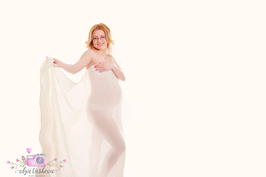 Фотограф на бременни Варна. Бременна фотосесия на Ивета при фотограф Олга Ташева в студио. Бебешка, детска и семейна фотография-01
