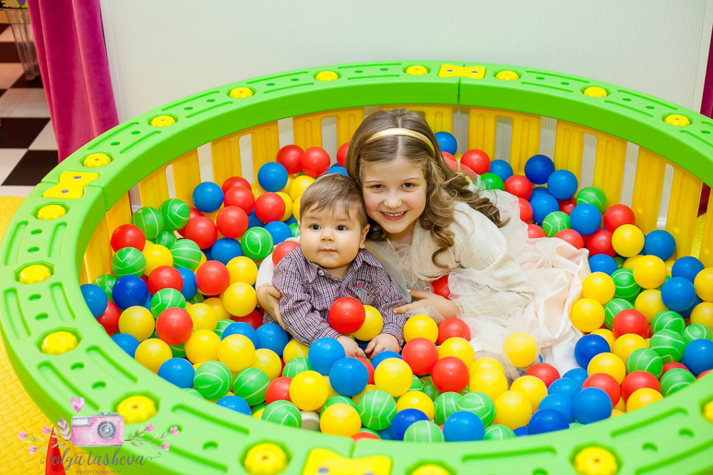 Фотограф за детски рожден ден Варна. Фотозаснемане на рожден ден на Андреа от фотограф Олга Ташева в студио. Бебешка, детска и семейна фотография-48