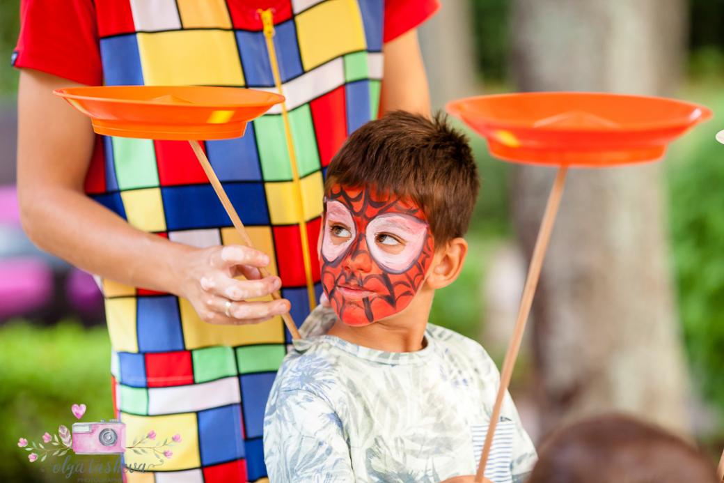 Фотограф за детски рожден ден Варна. Фотозаснемане на рожден ден на Жаклин от фотограф Олга Ташева в студио. Бебешка, детска и семейна фотография-52