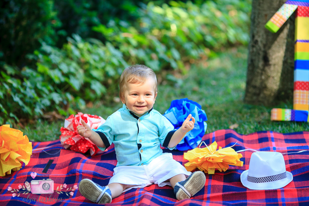 Фотограф за детски рожден ден Варна. Фотозаснемане на рожден ден на Илко от фотограф Олга Ташева в студио. Бебешка, детска и семейна фотография-11