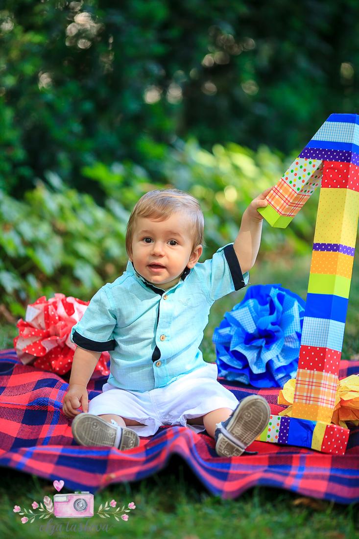 Фотограф за детски рожден ден Варна. Фотозаснемане на рожден ден на Илко от фотограф Олга Ташева в студио. Бебешка, детска и семейна фотография-12