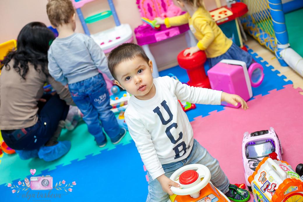Фотограф за детски рожден ден Варна. Фотозаснемане на рожден ден на Крис от фотограф Олга Ташева в студио. Бебешка, детска и семейна фотография-43399