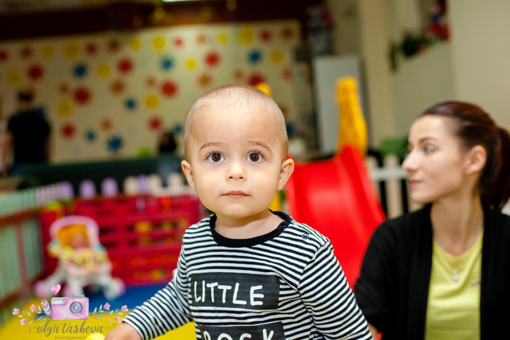 Фотограф за детски рожден ден Варна. Фотозаснемане на рожден ден на Тео от фотограф Олга Ташева в студио. Бебешка, детска и семейна фотография-10