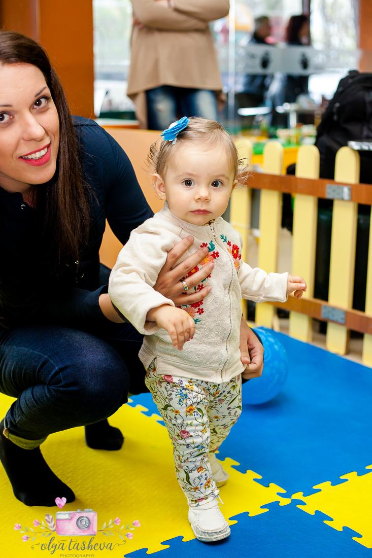 Фотограф за детски рожден ден Варна. Фотозаснемане на рожден ден на Тео от фотограф Олга Ташева в студио. Бебешка, детска и семейна фотография-11