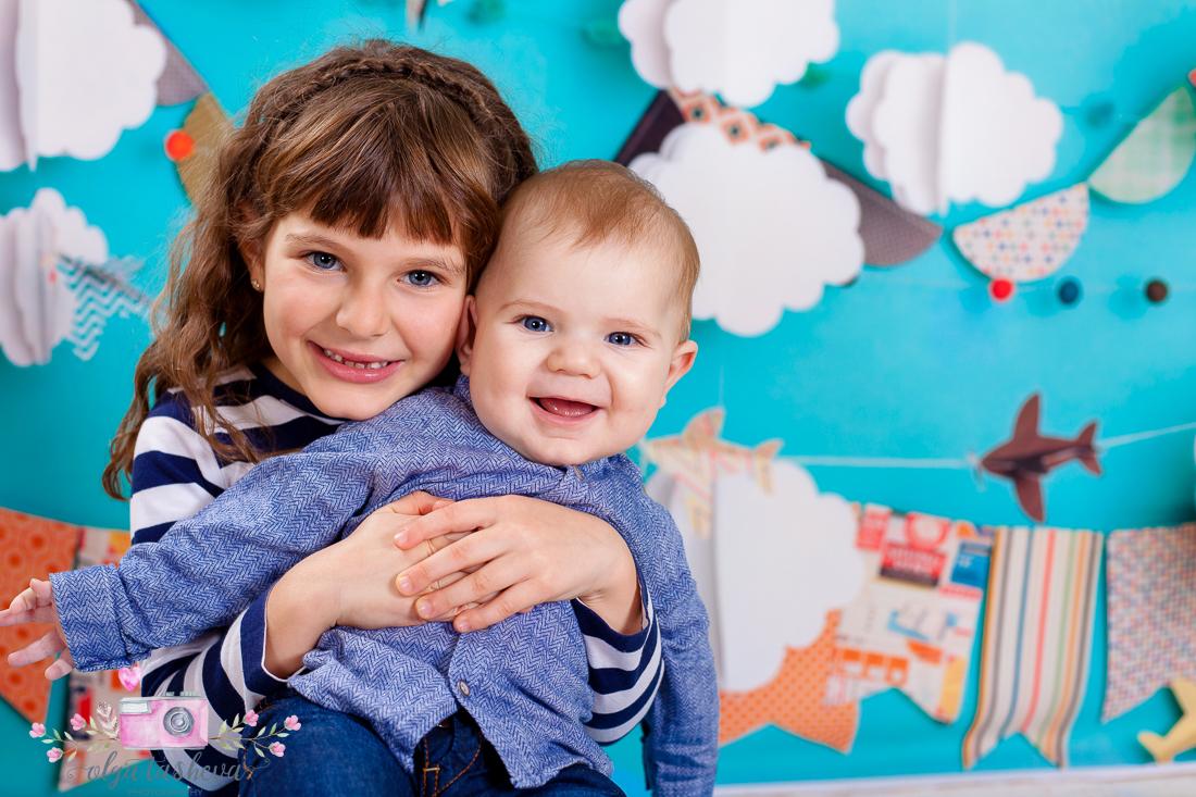 Детски фотограф Варна. Семейна фотосесия на Йоана и Мартин при  фотограф Олга Ташева в студио. Бебешка, детска и семейна фотография-23829