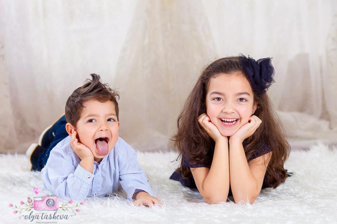 Детски фотограф Варна. Детска фотосесия на Раделина и Венелин при фотограф Олга Ташева в студио. Бебешка, детска и семейна фотография-7754