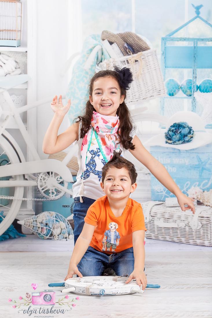 Детски фотограф Варна. Детска фотосесия на Раделина и Венелин при фотограф Олга Ташева в студио. Бебешка, детска и семейна фотография-5453
