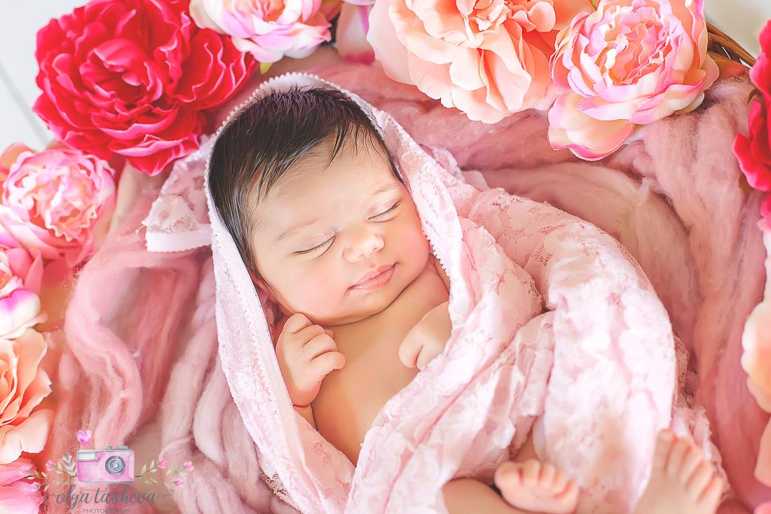 Фотосесия на новородено Никол при фотограф Олга Ташева. Фото студио Варна. Детска, бебешка и семейна фотография-2