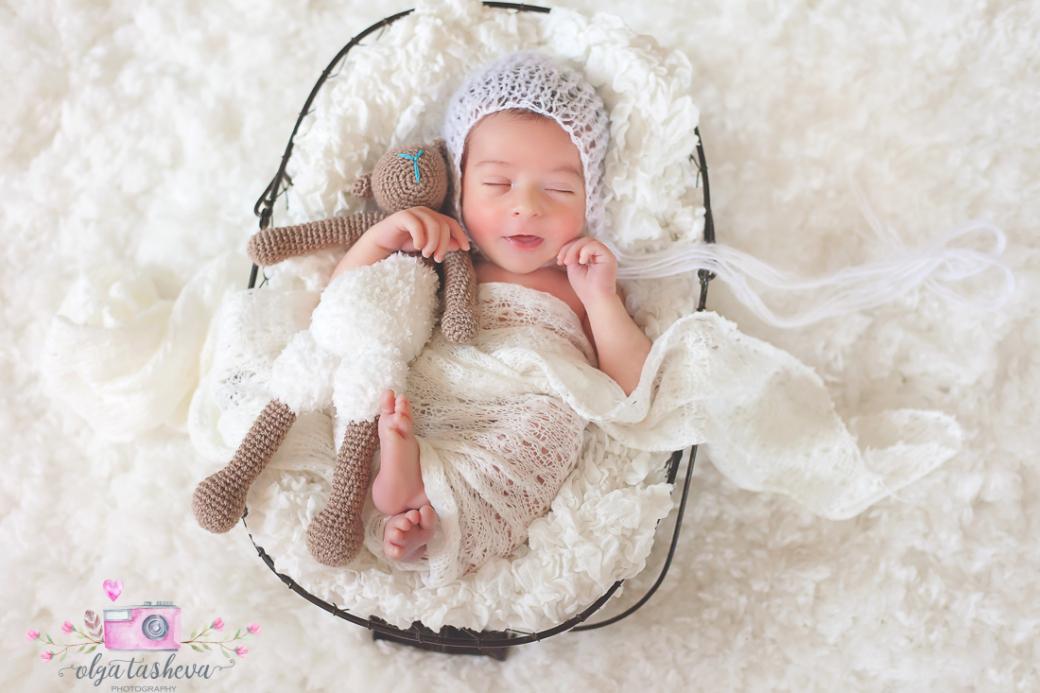 Фотосесия на новородено Самуил при фотограф Олга Ташева. Фото студио Варна. Детска, бебешка и семейна фотография-3